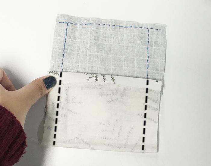 14.長布料也折起來,跟短布料差不多的大小,然後也縫起兩邊來