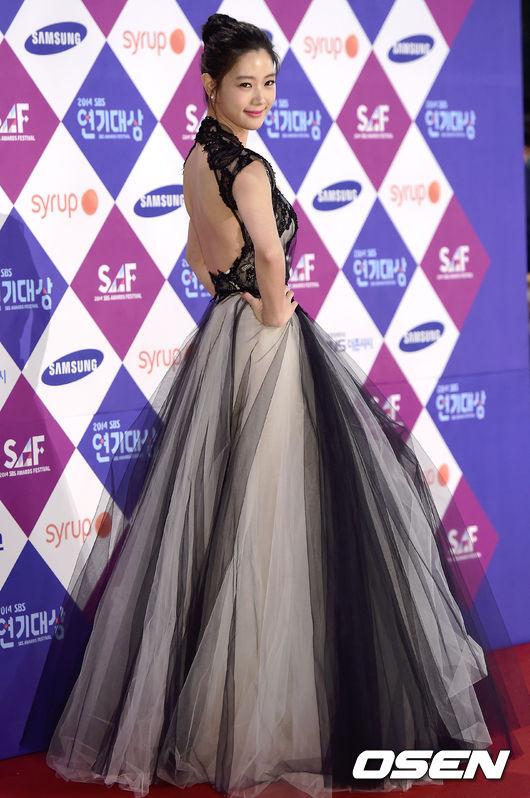雖然Clara前陣子有些風波,但昨天韓國媒體報導她被選為中國電視劇《幸福夾心巧克力》的女主角,飾演一位魅力無限的財閥女。