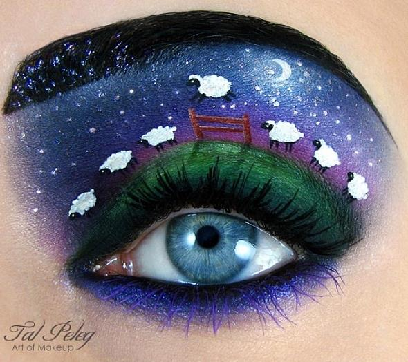 像這樣善用眼睛與眉毛之間的空隙,畫出各種圖畫 這就是她眼妝藝術的特徵.