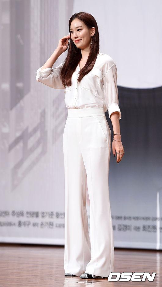 之前作為新人演員在《Sign》這部劇中飾演一位殺人依舊面不改色的殺人魔,精湛的演技也因此受到韓國觀眾們的注目。