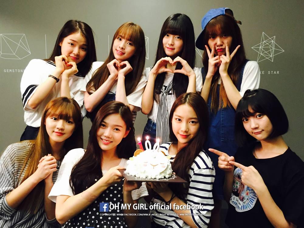 ★ WM 娛樂 :: Oh My Girl ★  Oh My Girl 是 WM 娛樂在今年所推出的 8 人女團,是 B1A4 的師妹,也因為突出外貌和堅強的歌唱實力,讓大家對這個團體更加認識。