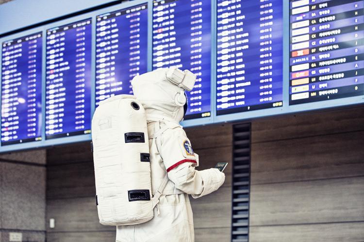 那天蹺了班到了機場卻發現不只機票有點貴 甚至還沒有宇宙對飛的航線…