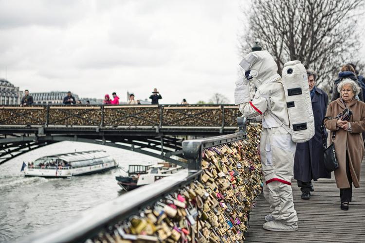 原來這就是在巴黎頗富盛名的「情人橋」啊