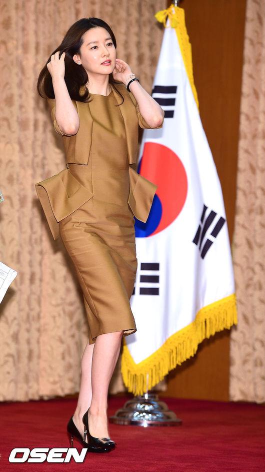據報導指出這部製作費高達7億台幣欸~預計2016年首次與韓國同步播出呦~超期待這部一人分飾兩角的時空穿越愛情劇!!!