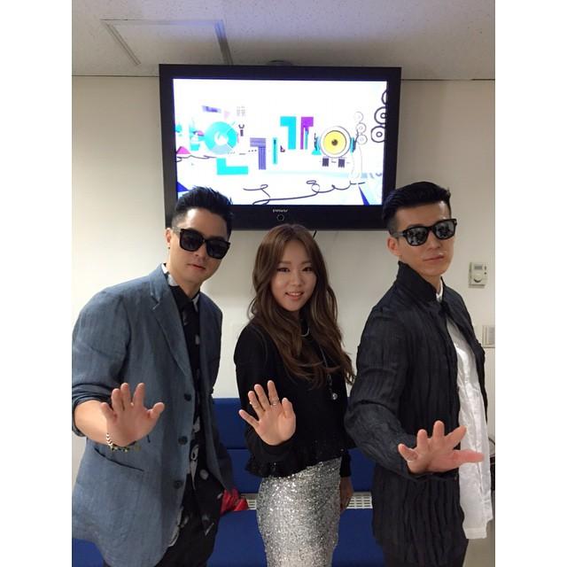 在今年4月奪下冠軍時,曾經幫YG元老嘻哈團體激怒神(Jinusean)在音樂節目上獻唱的Katie,當時還不算減肥成功~