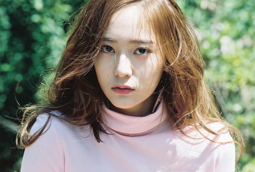 再來是高冷形象的Krystal♥雖然非本意要裝酷,但不笑似乎是Krystal的招牌表情!