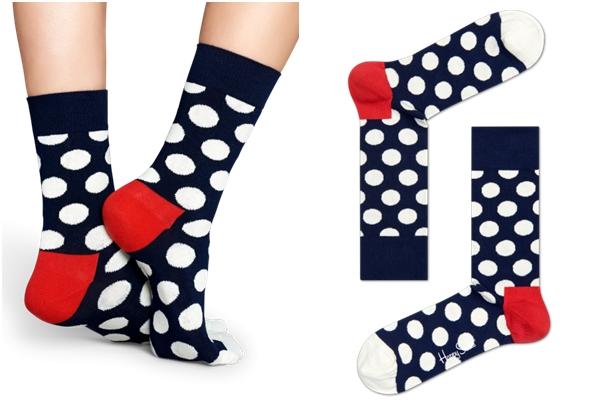 首先是這種,以幾何圖形作為重點的襪子,就算是穿休閒鞋、運動鞋也能凸顯出可愛的感覺,特別是搭配正式一點的鞋款越有對比感!