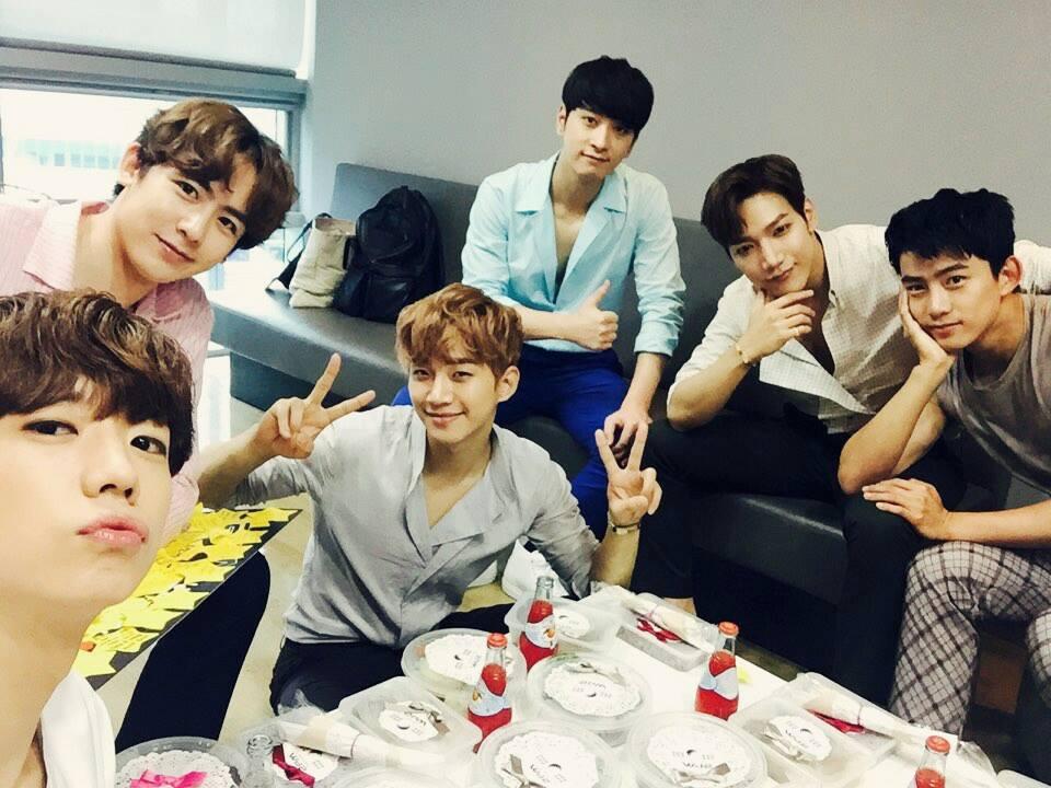 2PM 平均2.5年 Jun. K 4年+Nichkhun 2.5年+澤演 約2.5年+俊昊 約2.5年+燦盛 約2.5年+佑榮 約1年