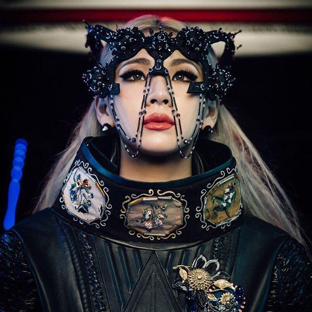 雖然去年只有CL一個人有正式的音樂活動,但今天要關注的主角不是CL,而是另一位最近活躍於戲劇的人氣成員