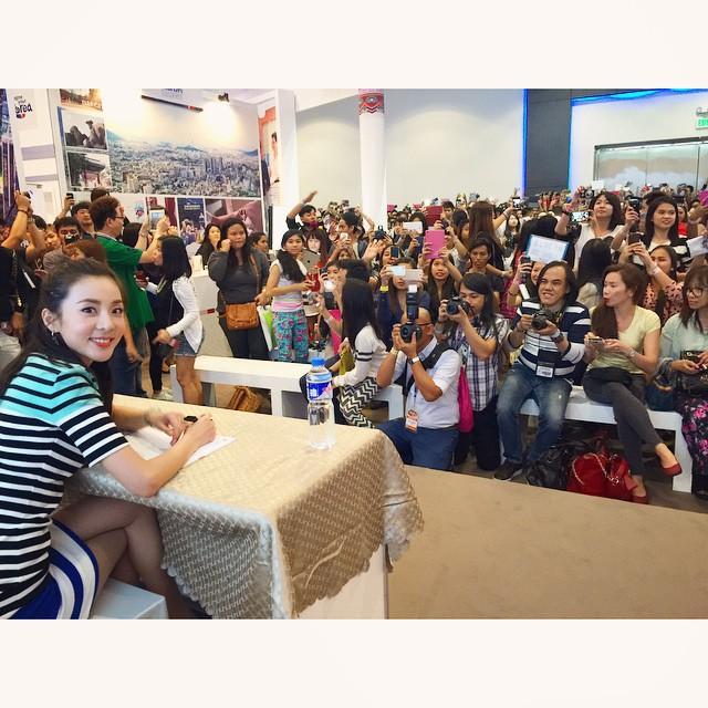 1. 她在2NE1之前,即在菲律賓出道過,可號稱「菲律賓寶兒」,出演過電影、電視與廣告,現在回到菲律賓還是萬人空巷的程度