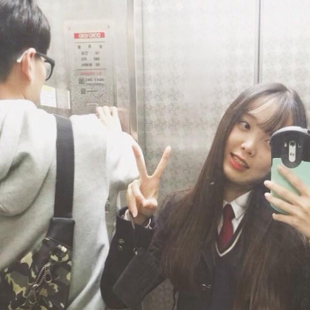 關於男朋友的話題,我們下次再聊吧~我今天要告訴大家一個好消息!你知道韓國現在最紅的高中生姊姊是誰嗎?