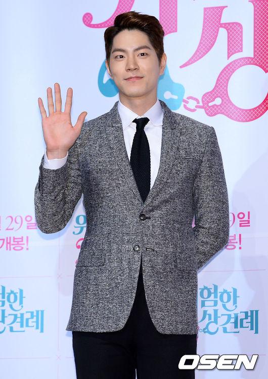 洪宗玄 出生︱1990年1月7日 身高︱182cm 代表作︱tvN《戀愛操作團:大鼻子情聖》;MBC《媽媽》,《我們結婚了》;JTBC《給親愛的你》;電影《危險的見面禮2》等。
