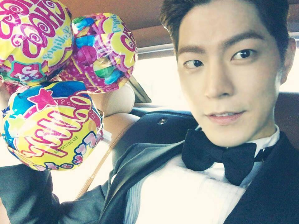 長腿暖男模特出身的演員,繼金宇彬之後的恐龍哥強手。粉絲們叫他「Hongjjong」,(其實大部分종현們的愛稱中都會加入「jjong」)。他有非常多主持經歷。進行了MBC Everyone《現在是花美男時代》,On style《Style Log》,SBS《人氣歌謠》等節目的主持。在韓國電影界也是一顆新星,讓我們期待12月上映的《愛麗絲:來自仙境的少年》吧!