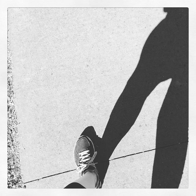 選運動鞋的時候要注意的點與適合自己腳型的運動鞋產品, 有幫助到各位嗎? 現在剛好不太冷也不太熱,是個很適合運動的時候,穿著新鞋來跳動一下吧~JUMP!!