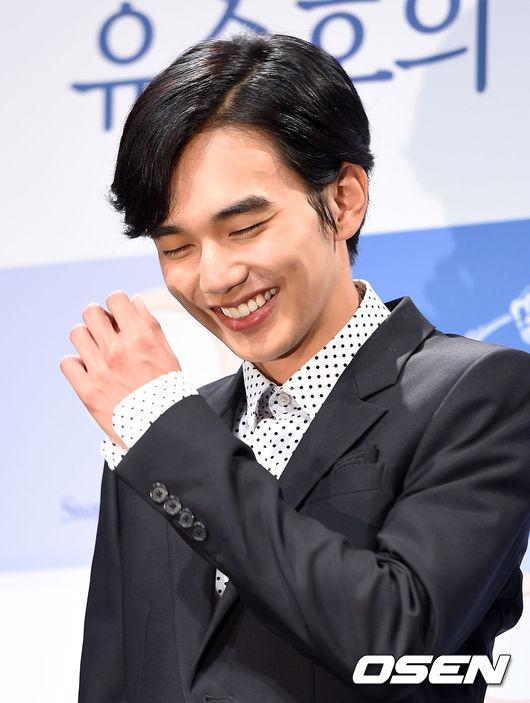 俞承浩(特別事項:馬上就是「鍾賢」) 出生︱1993年8月17日 代表作︱電影《愛•回家》,《人狗奇緣》,《盲證》;MBC《善德女王》,《慾望的火花》,《想你》;SBS《武士白東秀》;KBS《學習之神》等。