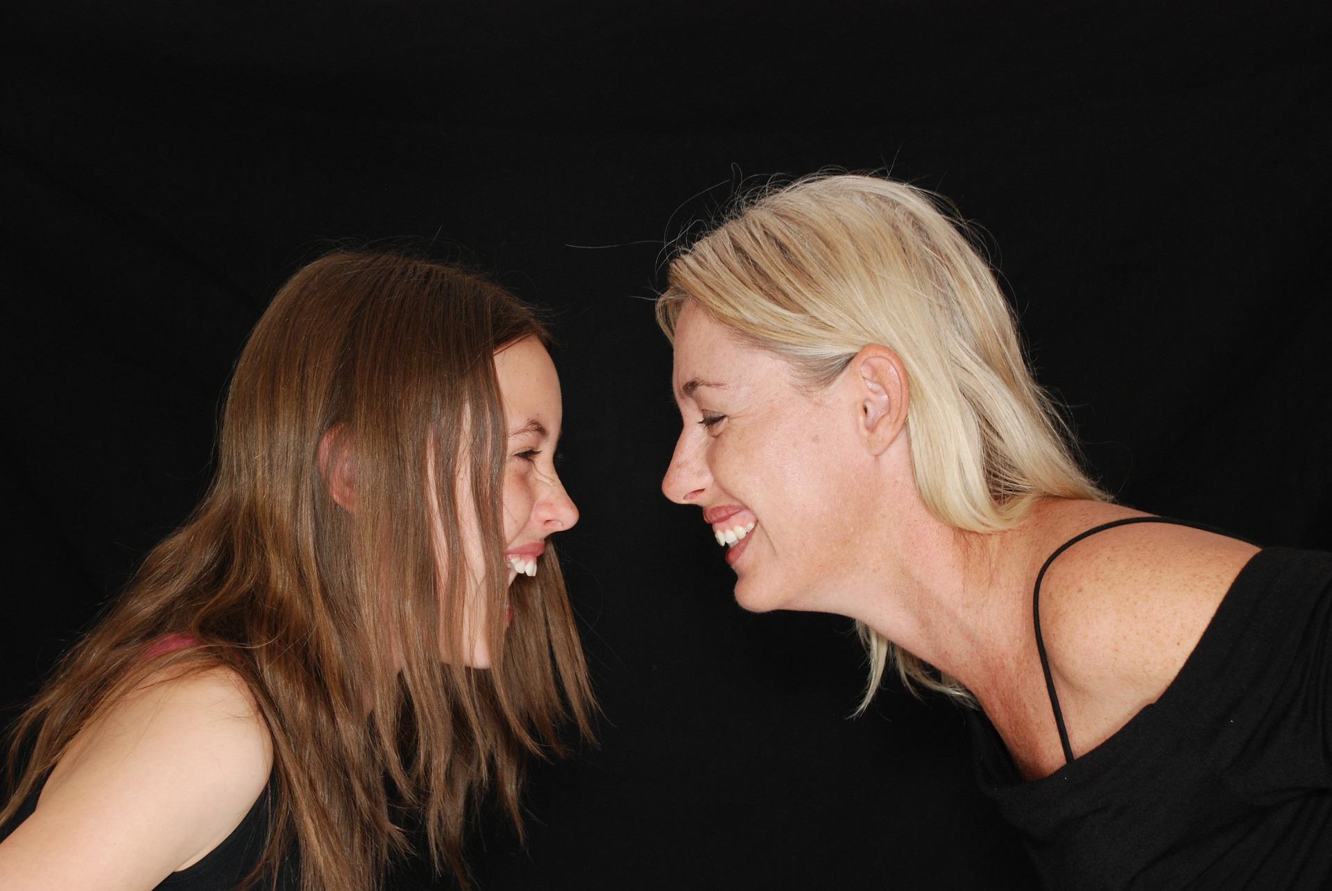 你可以先想想看爸媽是不是也有這種症狀 因為「過敏性鼻炎」主要是來自遺傳,而且很難根治