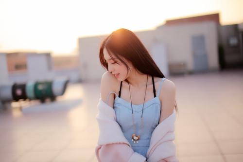 最近在中國大陸有一名女生因為清純的外貌,在網路上迅速地躥紅..