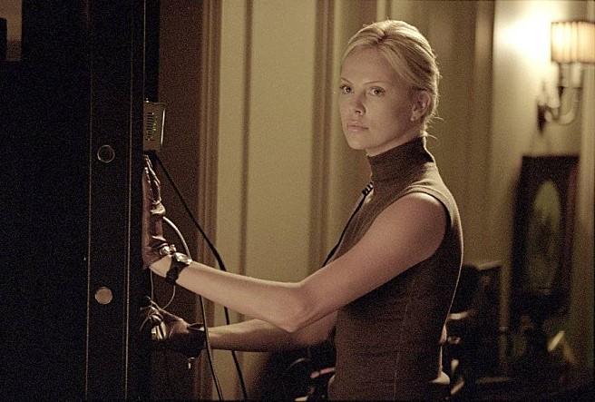 # 莎莉·賽隆(Charlize Theron) 《偷天換日》(2003)