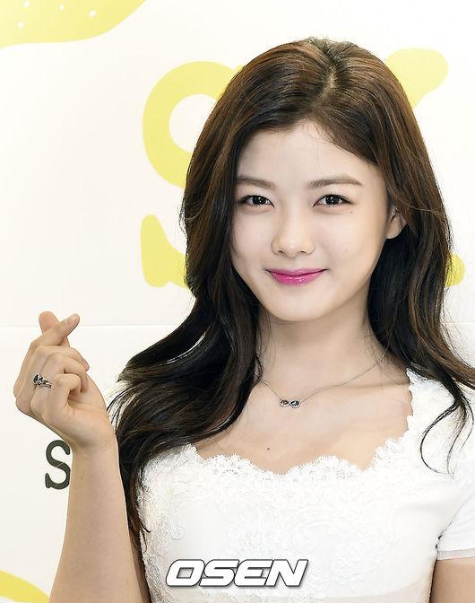 #2.金裕貞(18.8%) 真正的「國民女兒」 韓國幾乎所有國民都看過她演出的電視劇 由童星到現在越來越漂亮的外表和不變的謙虛 韓國國民看著她從小到大 難怪有種她是親生女兒的錯覺啊!