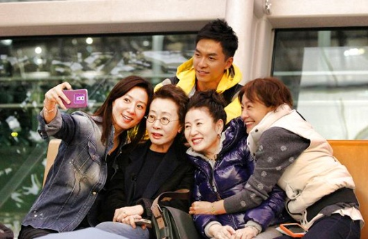 因為花漾爺爺的成功,製作團隊接著又在2013年的年底製作了「花漾姊姊」