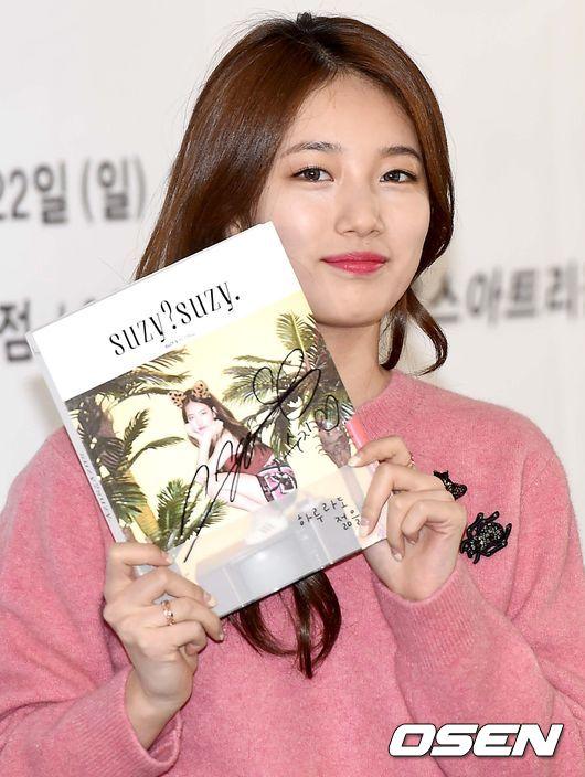 有歌迷在前幾天的簽名會上問 Suzy 這件事情,她很可愛的回答說「是秘~密」♡