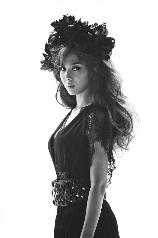 這次尹美萊的新曲將以數位單曲的型態出來,而且韓國媒體透漏是以抒情歌曲回歸呦!!