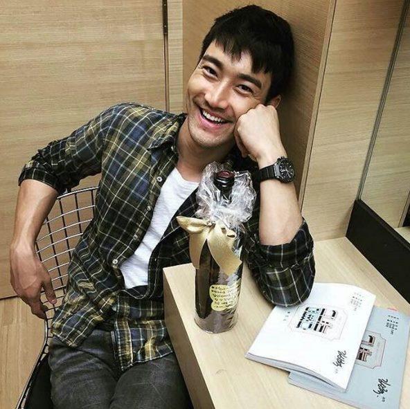 4.Super Junior 始源 雖然小編自己不太喜歡留鬍子的男生,但始源留鬍子整個帥氣啊(゚∀゚)金記者~~