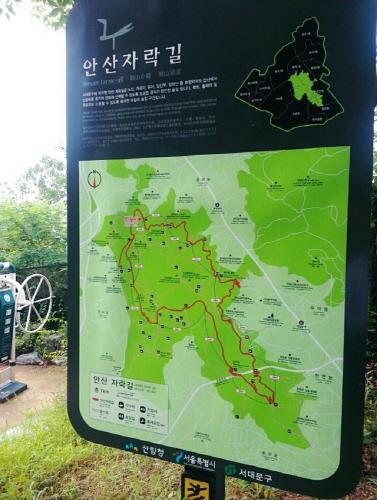 第一個拍攝地:位於西大門的安山(不是京畿道的安山喲~) 西大門區的安山是一個在市區內的散步的好去處,林間小道非常漂亮...☆