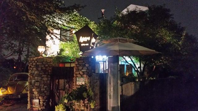 這裡不僅有「山有花咖啡館」...你還可以發現《咖啡王子1號店》中作為崔漢成的家出現的山拐角咖啡店(산모퉁이 카페)喲~