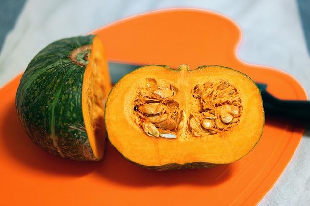 南瓜黃色部分的成分是紅蘿蔔素,吃了在體內會變成維他命A,因此可以幫助體內免疫力的平衡. 也對強化免疫力有很多幫助,也幫助預防感冒與抗癌!