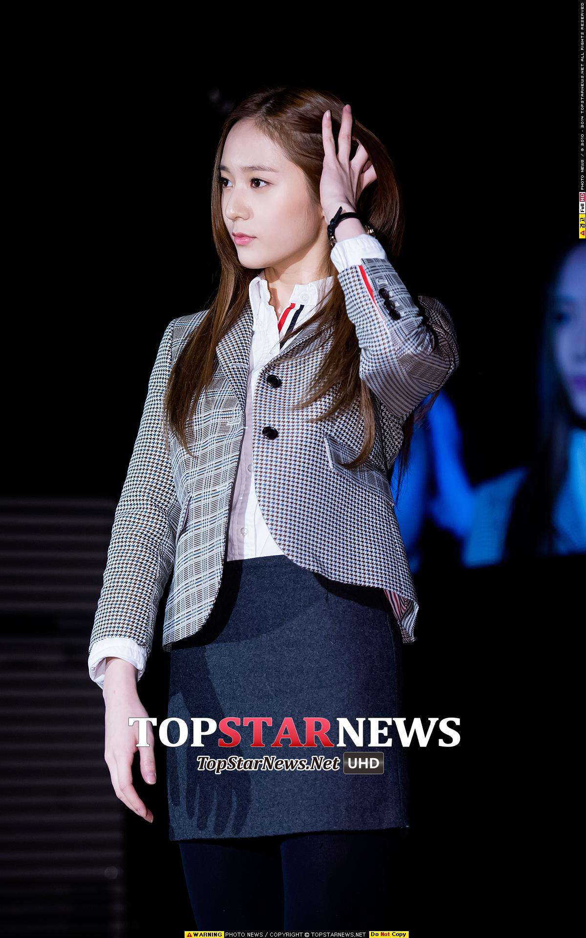 3.Krystal 這樣撩髮不只女生覺得Krystal超美,連男生也受不了吧~~