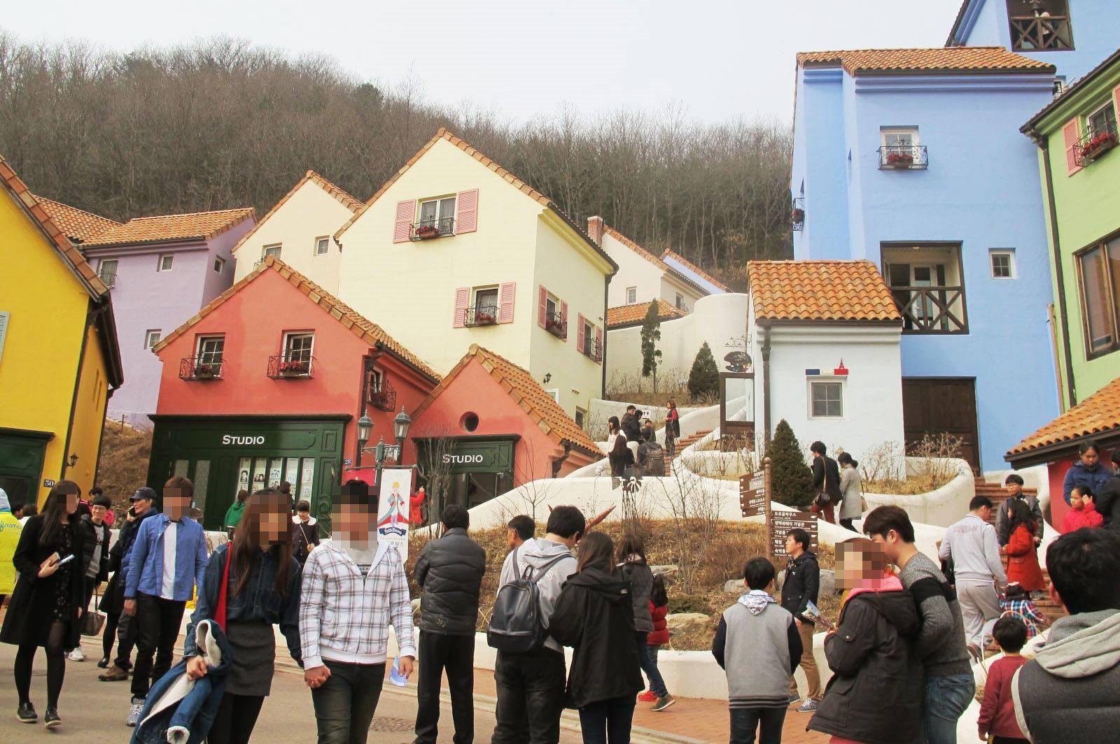 雖然小法國村和普羅旺斯村也是韓劇熱門景點,不過因為觀光客太多了~ 所以小編想要介紹大家的是…