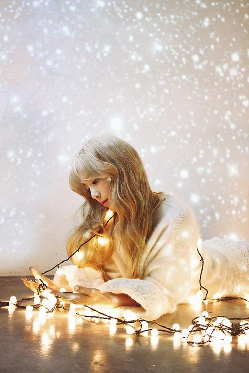 今天(26日)SMTOWN官方Facebook(臉書)公開了一張成員太妍的全新造型照片...美艷的妖女一般... ♡