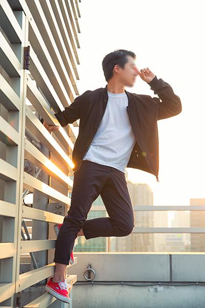 在三種類型的外套中,最終選擇了黑色的飛行外套~ 來個彼得潘的帥氣pose...☆★