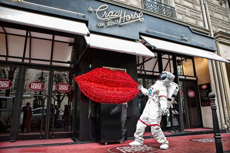 就是今晚唯一的行程 巴黎的三大秀之一的「巴黎瘋馬秀」!