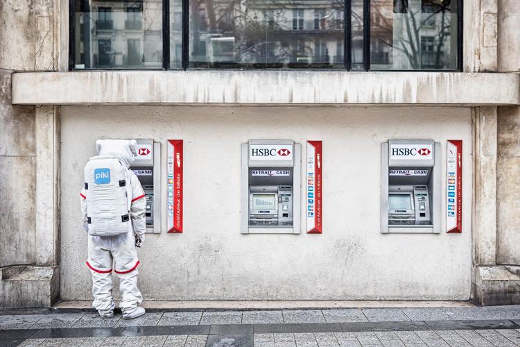 在順道經過的路上看到的ATM 停下來確認一下帳號裡還剩多少好了