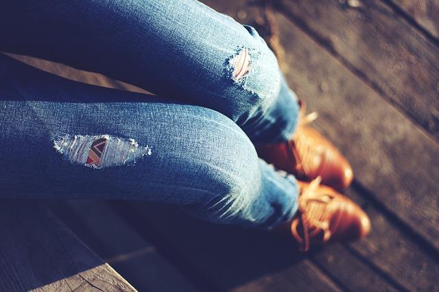 緊身褲也不輸高跟鞋,一樣對腿部健康不好。雖然現在立馬可以幫助你把你的腿看起來很美,但是太緊的緊身褲會妨礙腿部血液循環。