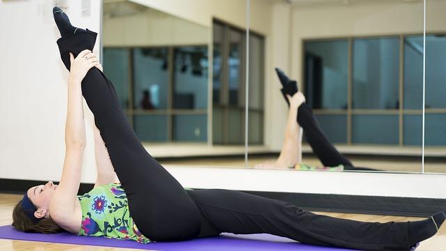 坐太久與站太久都會妨礙腿部的血液循環,因此會導致腿部變粗,所以有空盡量多拉拉筋