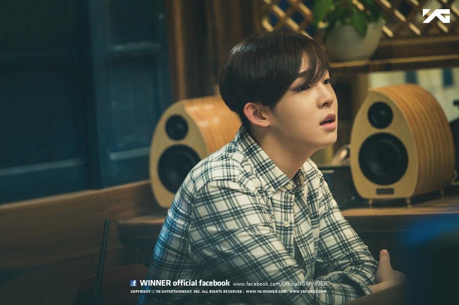 太鉉曾在訪問中說過,他的左耳有點聽不太到,有時在創作時會遇到一些小困難,但也因為這個原因,所以他對自己的聲音很執著。