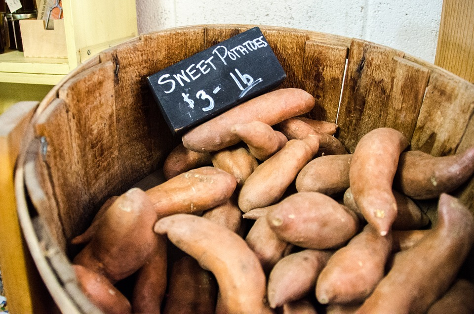 #8 番薯 番薯高纖維可以增加飽足感、穩定血糖,但番薯也有特定的吃法與時間,盡量不要油炸、一天只能當一次正餐食用,才不會導致過量而發胖喔!  誰也這樣吃:徐玄、俊昊、劉嘉玲