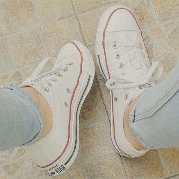 比起黑色的CONVERSE,露可你看對白色的款式感情更深,以前上課時,和朋友出門時都會穿上白色CONVERSE,無論搭配什麼樣的褲子都很好看!