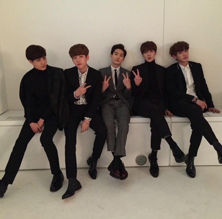 大家猜對了嗎? 其實是這張由 EXO 世勳上傳的照片啦 ٩(。・ω・。)و