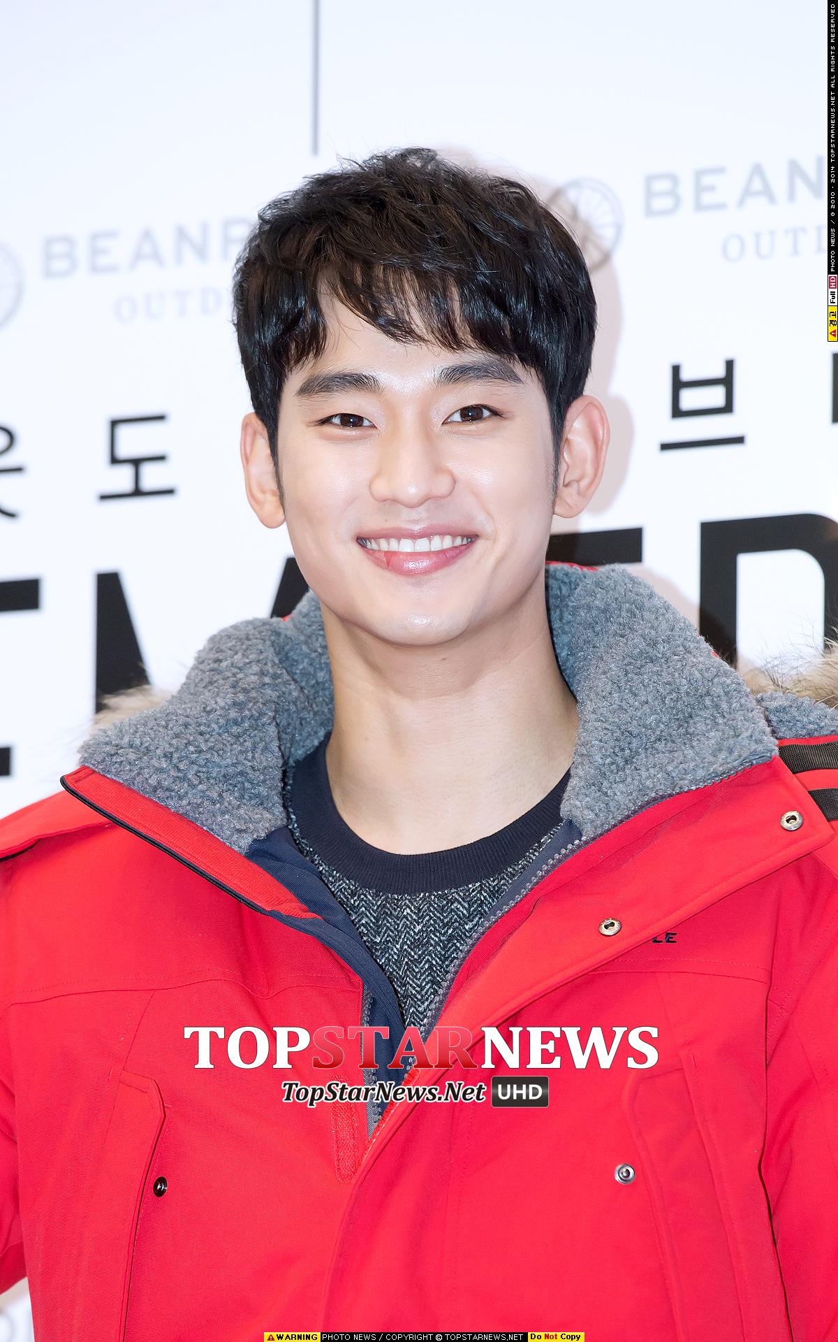 最近韓國氣候乾冷 就被媒體發現他出席活動時即使他的嘴唇已經因乾燥而破皮 他仍然敬業的擺出超完美微笑