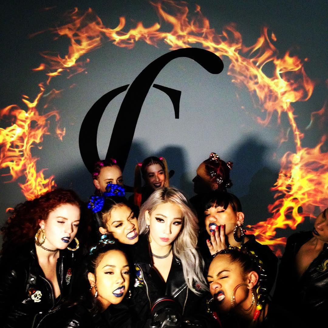 大家看了CL的新歌《Hello Bitches》的舞蹈影像了沒?是不是氣勢十足啊!