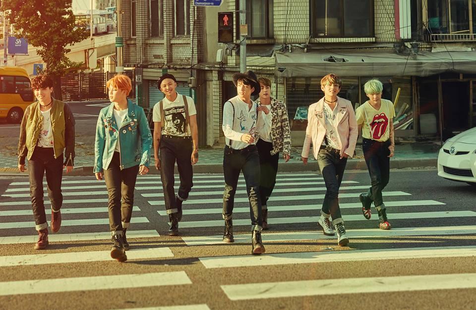 剛在首爾舉辦演唱會的防彈少年團,也在昨天晚上 12 點時,公開《花樣年華 pt.2》主打歌〈RUN〉的 MV 和整張專輯的音源。