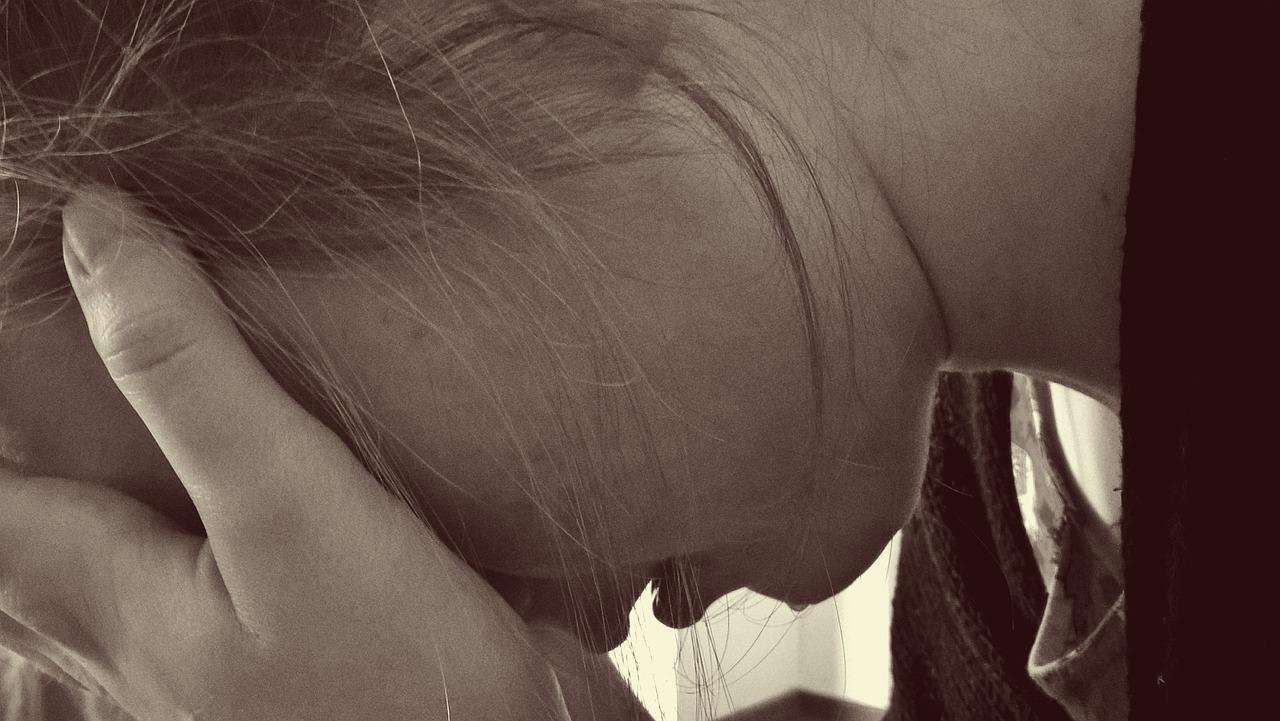 3.心情不好 影響中樞神經失調 性腺激素分泌受影響,導致經期變亂