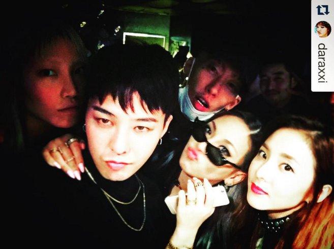 雖然小編自己覺得GD和剛剛四位比起來眼睛顏色深了點,但韓國網友們有把GD列在裡面呦~(看著看著好像真的蠻淺的?)