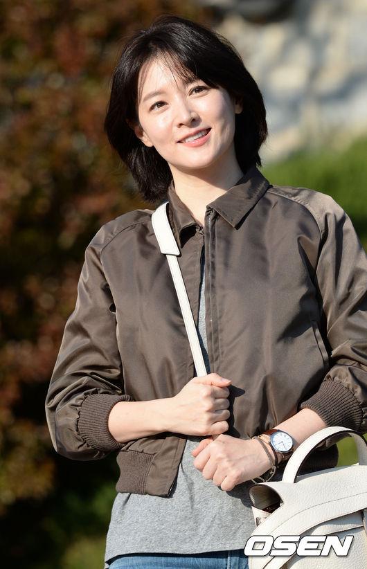 李英愛 - 1.5億韓元 李英愛雖然息影多年,但是《大長今》的影響力猶在,片酬仍然要壓過其他韓國明星一頭。今年接拍韓劇《師任堂》的片酬是每集1.5億韓元。