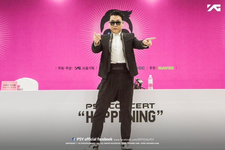 大家應該都知道大叔是誰嗎? 沒錯!就是「 oppa 江南 style」的 PSY!(騎馬舞)