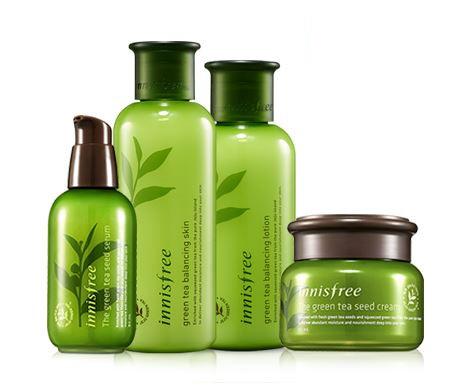 3. Innisfree 綠茶保濕系列 是在韓國平價保養品中賣得最好的 還有依油性肌、混和肌及乾性肌分成三個種類 如果是第一次使用韓國保養品,這組非常適合入門